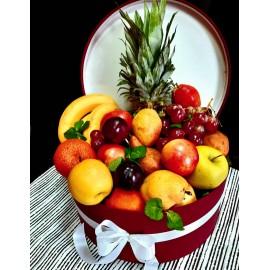 Cutie mare cu fructe proaspete asortate