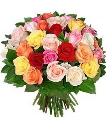 31 trandafiri colorati cu salal si satin