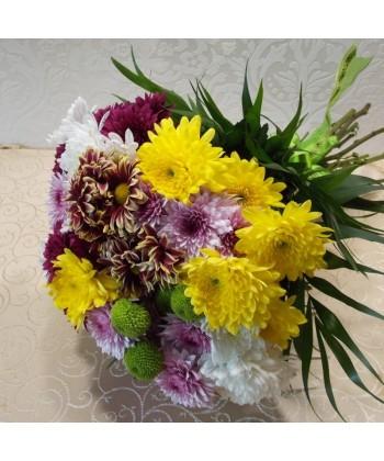 Buchet 15 crizanteme multicolore cu chico