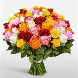 Buchet 79 trandafiri colorati cu salal