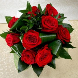 Buchet pasional cu 11 trandafiri rosii