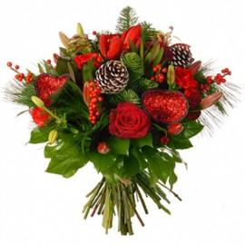 Buchet de iarna cu trandafiri, ilex, crini si brad
