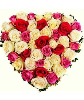 Inima florala cu 49 trandafiri in culori pastel