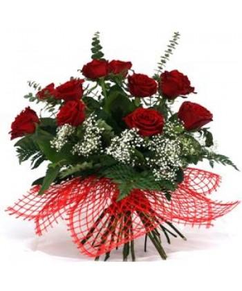 Buchet 11 trandafiri rosii cu gypsophilla
