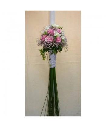 Lumanare de nunta pe rotund cu trandafiri, frezii si gypsophilla