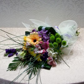 Buchet flori mixte in culori calde