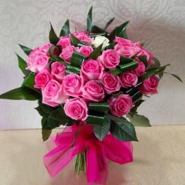 Buchet 49 trandafiri - 48 trandafiri roz si unul alb