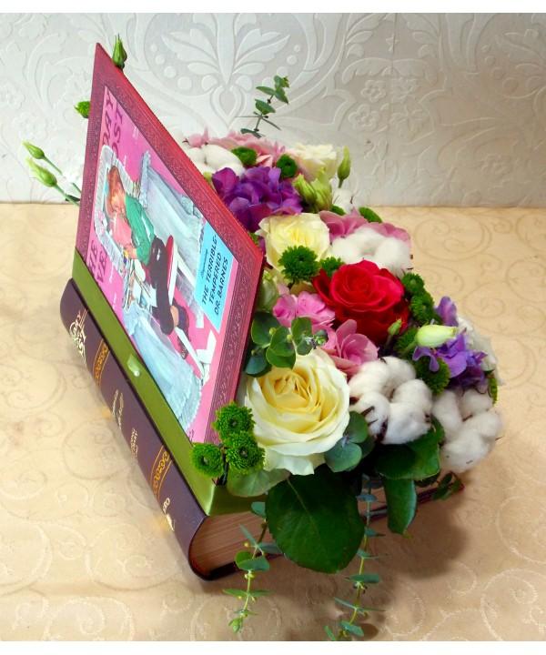 Aranjament In Cutie Forma De Carte Cu Flori Asortate Livrare Bucuresti