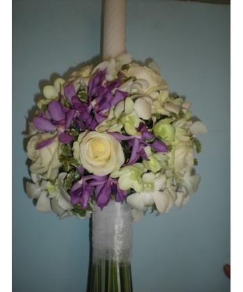 Lumanari de nunta pe rotund cu trandafiri, orhidee alb si mov