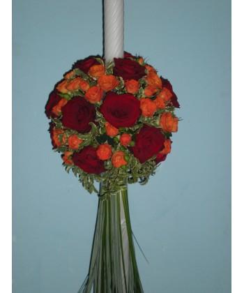 Lumanari de nunta pe rotund din trandafiri si mini-trandafiri